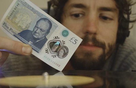 DJ Blowfelt plays record with £5 note
