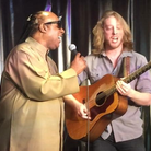 Stevie Wonder and busker sing together